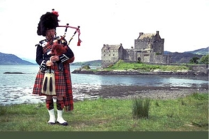 Scotland_bagpiper